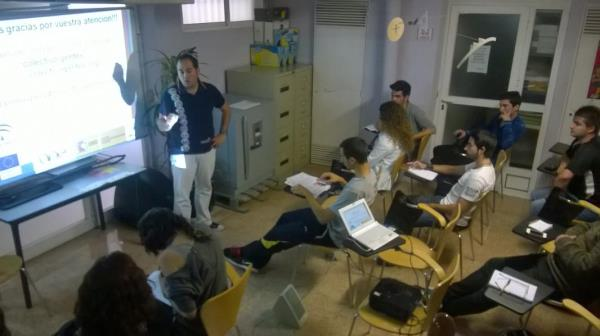 """Colectivo Gentes realiza una """"infossesion"""" sobre el programa Erasmus plus en Jaén"""